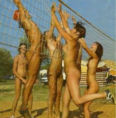 naked-volleyball-pshs-young-naturists-america