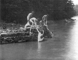 779px-eakins_art_studens_bathing_3