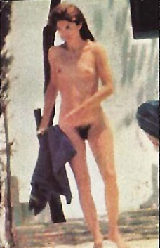 jackie-kennedy-nude-beach-picture-yna